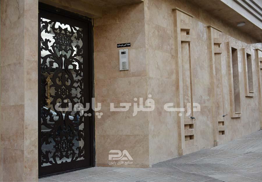 عکس درب آهنی ورودی ساختمان مسکونی ، جدید و مدرن