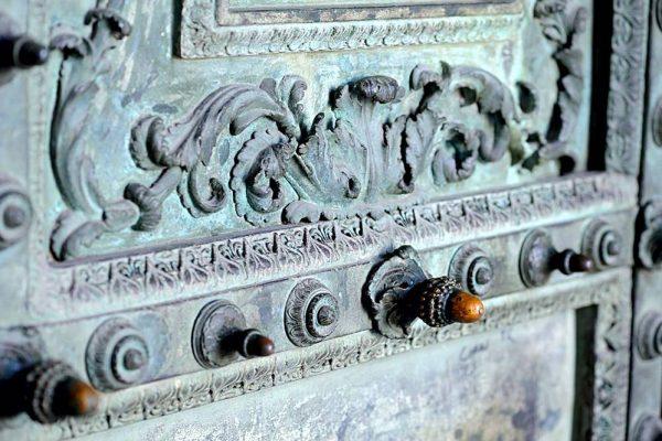 تاریخچه درب های فلزی