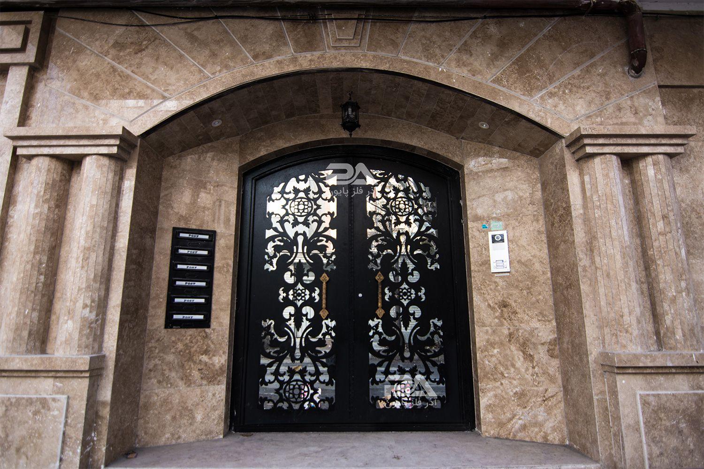 درب ورودی ساختمان را با ظرافت و دقت انتخاب کنید