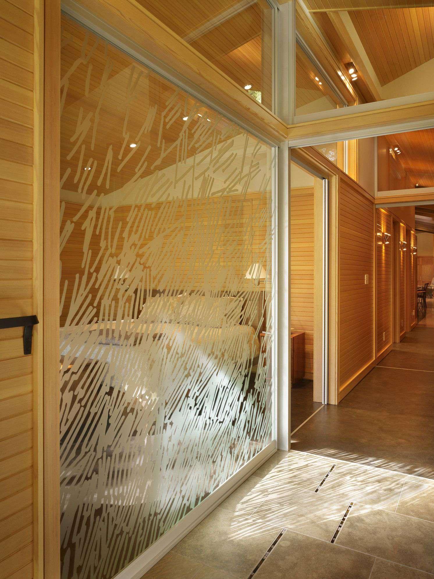 درب های شیشه ای در طراحی دکوراسیون داخلی آپارتمان ها