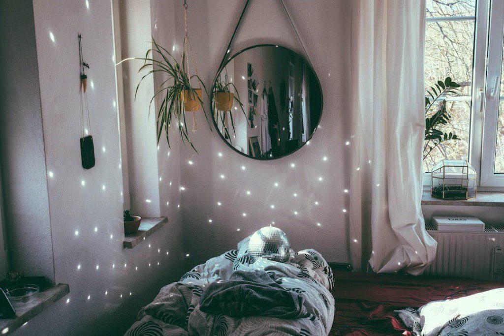 آینه ها و دیوارکوب ها در آپارتمان ها