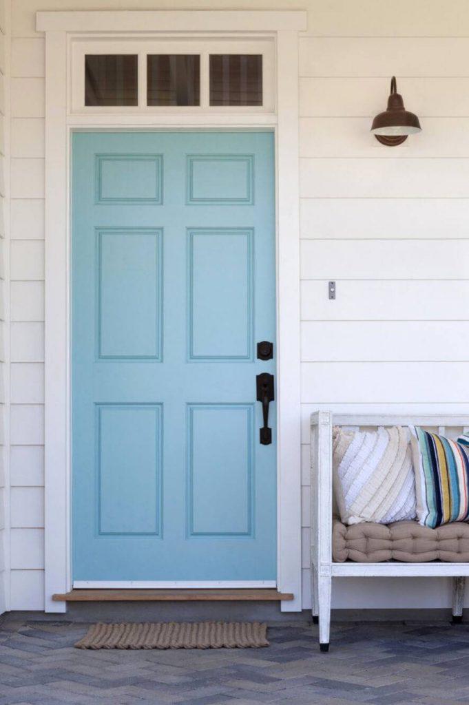 رنگ درب آبی ( سبز متمایل به آبی)