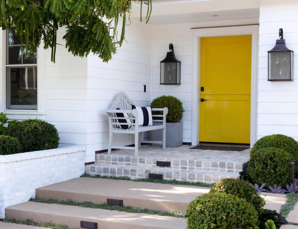 رنگ های گرم برای درب ورودی - رنگ طلایی