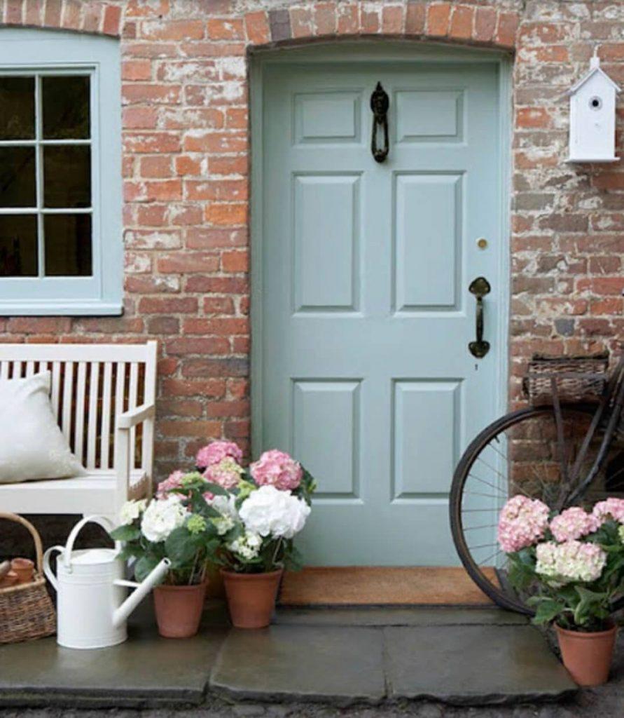 رنگ درب ورودی ساختمان آبی روشن