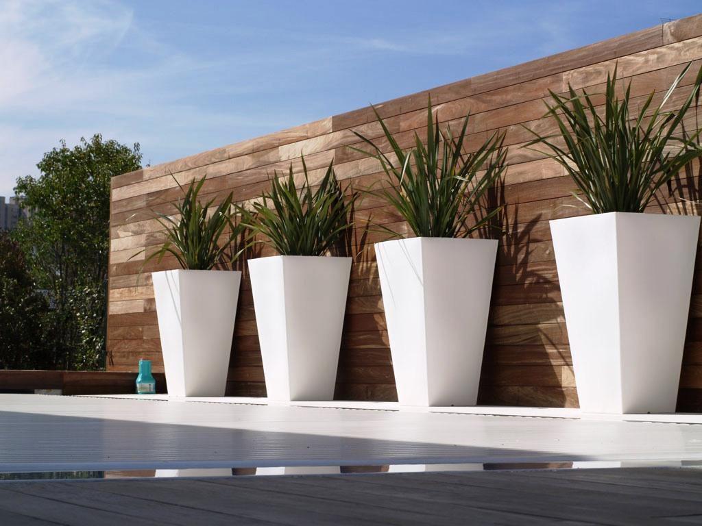 ایده هایی برای تزیین و زیبا سازی ورودی منزل با گلدان های بتنی