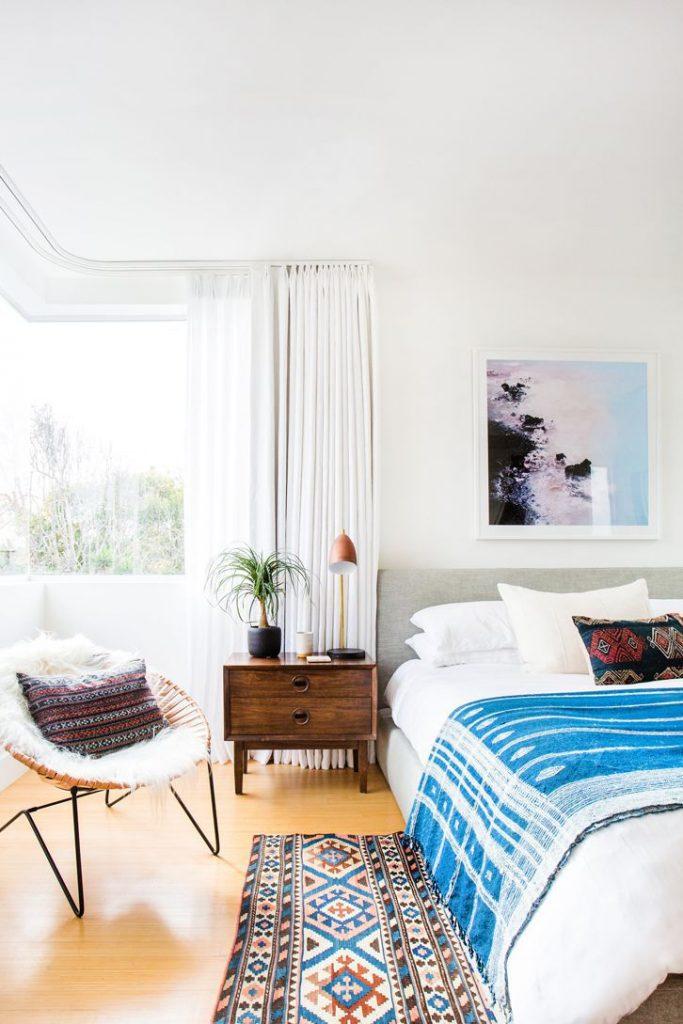 قرار دادن یک قالیچه در چیدمان منزل