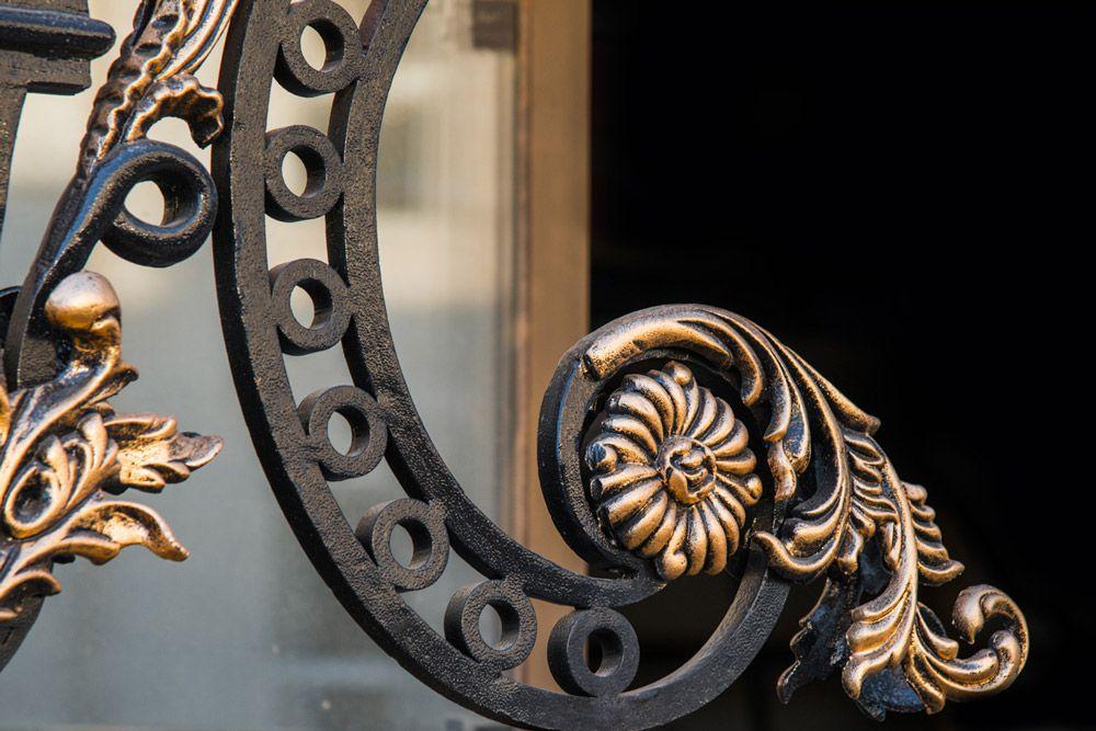 راهنمای خرید انواع مدل درب فرفورژه لوکس و مدرن برای ورودی ساختمان ها