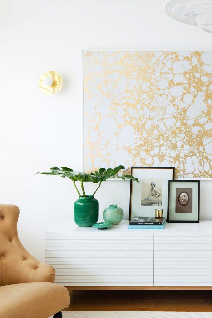 تابلو ساده و تک رنگ در فضای داخلی منزل
