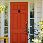 درب چوبی رنگی انتخابی جذاب و مدرن در دکوراسیون خانه