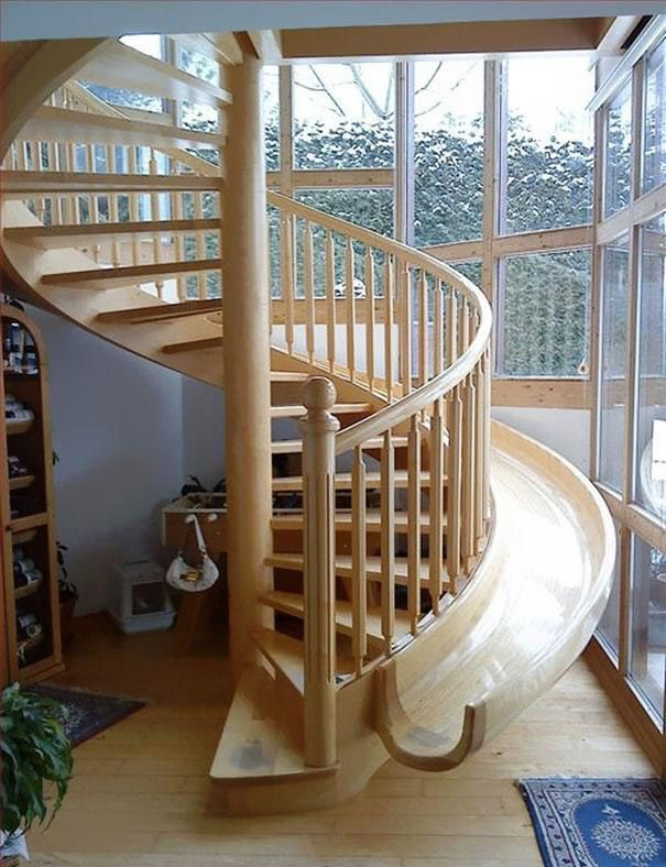 راه پله چوبی سرسره ای