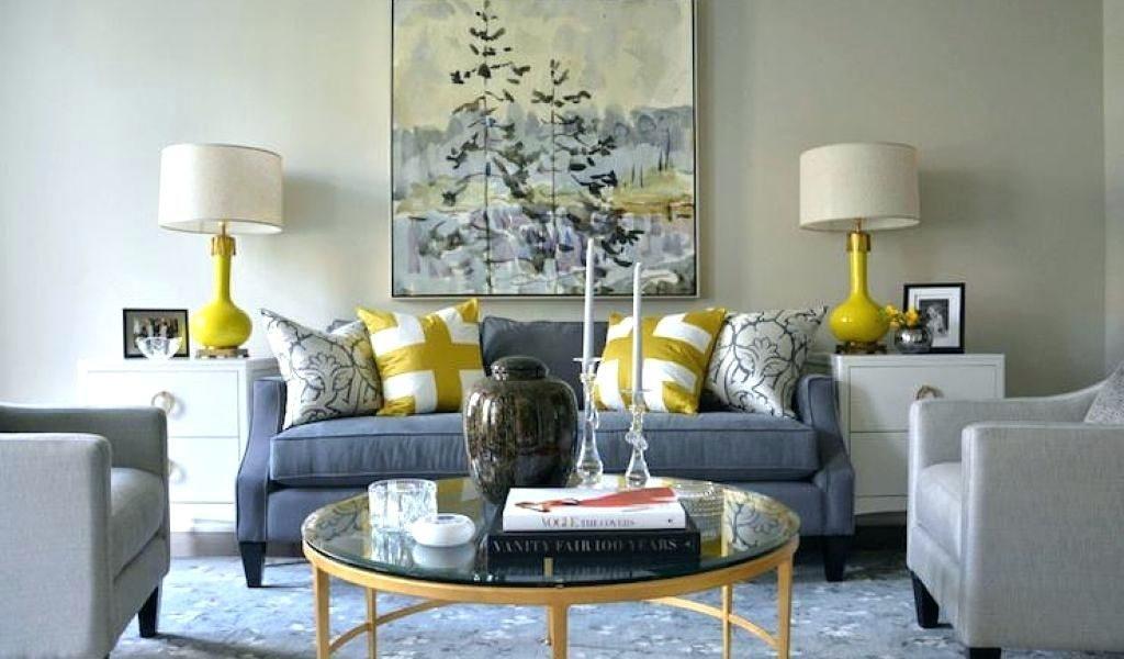 ترکیب رنگ زرد و آبی برای طراحی دکوراسیون خانه در سالن نشیمن