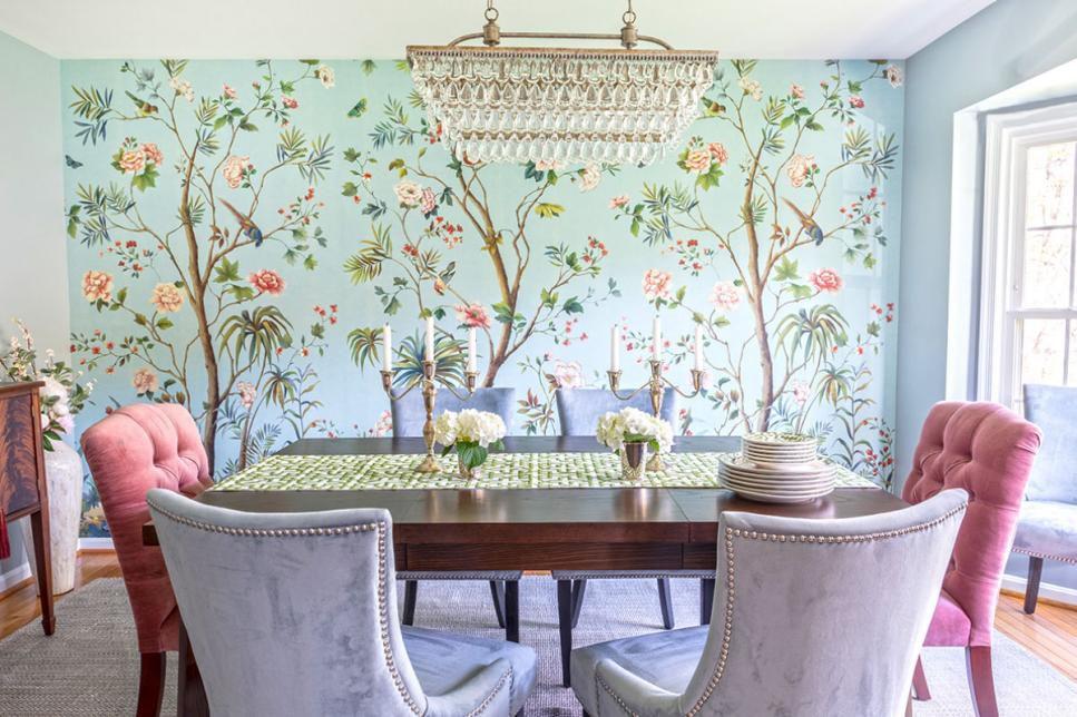 میز ناهار خوری هماهنگی با کاغذ دیواری