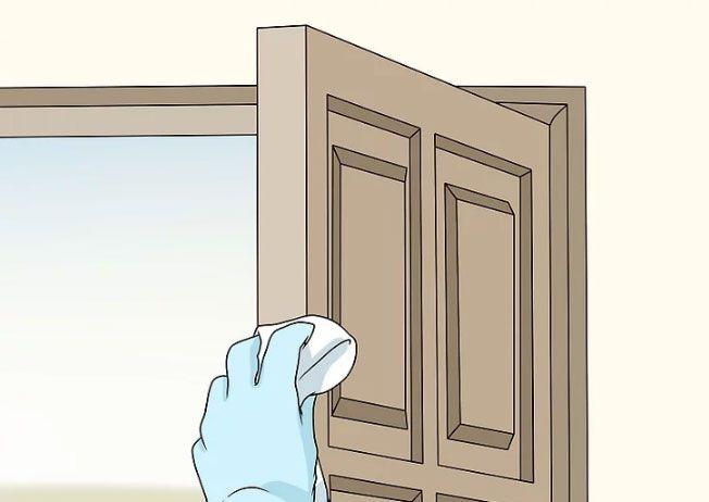 تمیز کردن درب ساختمان - درب چوبی