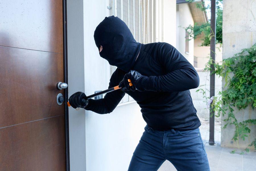 آیا درب ورودی ساختمان شما امنیت لازم را دارد؟