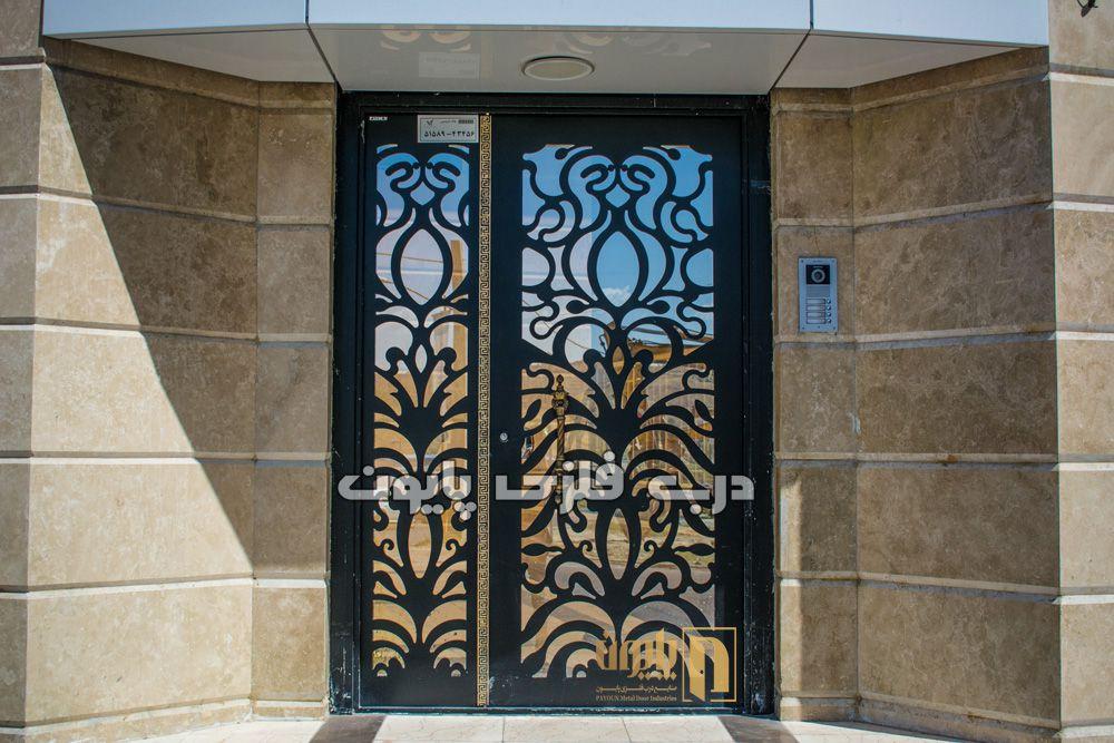 آیا درب ورودی ساختمان شما ترکیبی از فلز و شیشه است؟