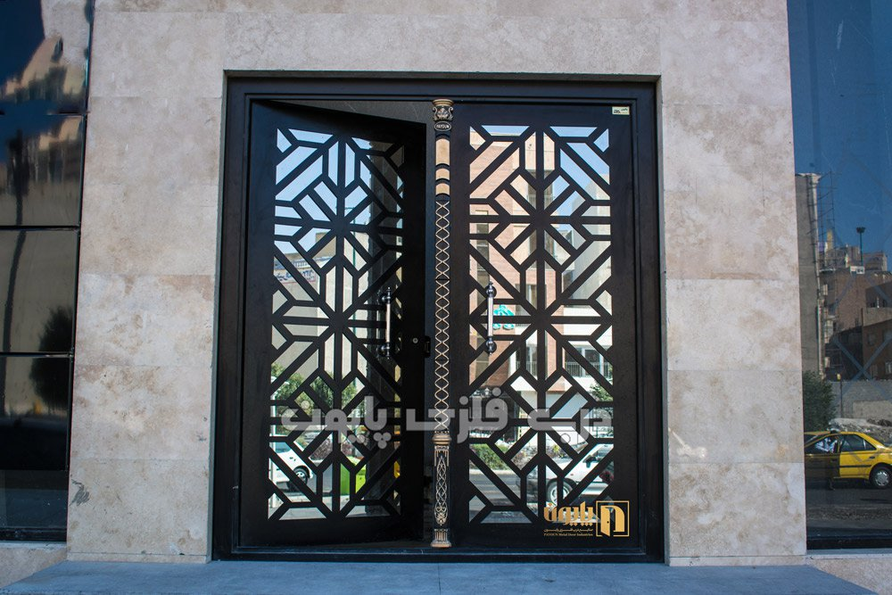 طرح مدرن و جذاب درب فلزی