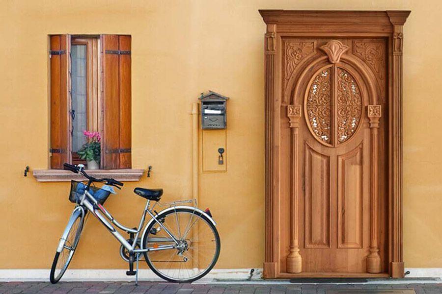 تامین امنیت خانه با انتخاب درب ورودی آهنی و یا چوبی