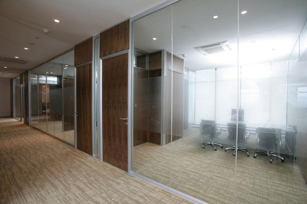 مزایای نصب پارتیشن شیشه ای در دکوراسیون داخلی شرکت