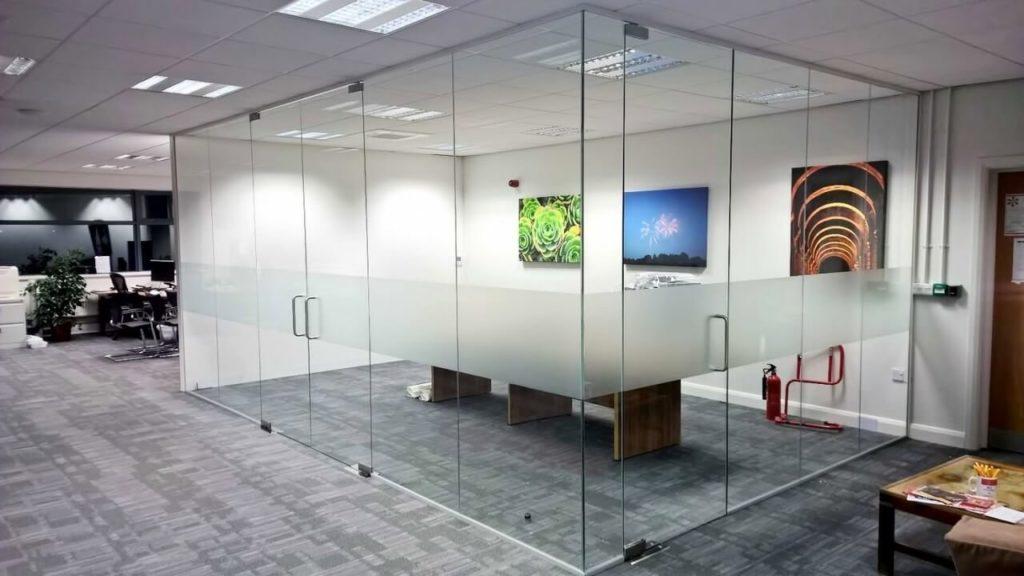 انواع پنل های شیشه ای برای ساخت پارتیشن