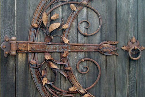 ۵ راهکار برای محافظت از درب های فلزی در برابر زنگ زدگی