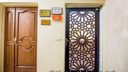 تعویض درب معمولی با درب ضد سرقت فلزی در ساختمان اداری