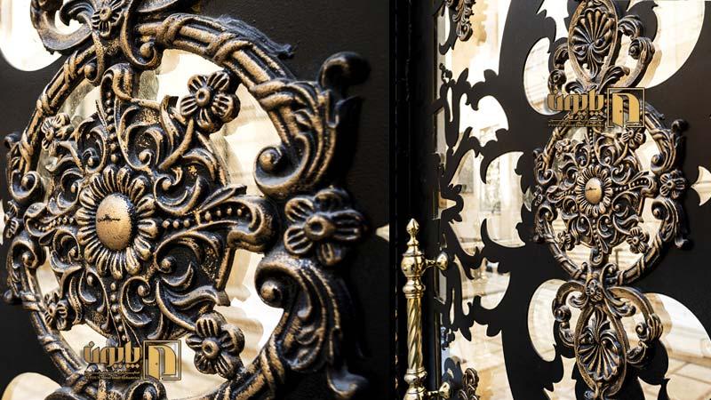 درب فلزی فرفورژه در یکی از ساختمان های سعادت آباد