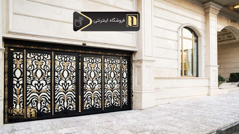 درب فلزی پارکینگ در یکی از ساختمان های لوکس تهران