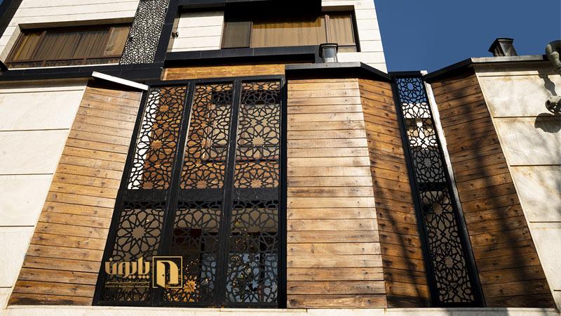 حفاظ فلزی در نمای چوبی ساختمان در تهران