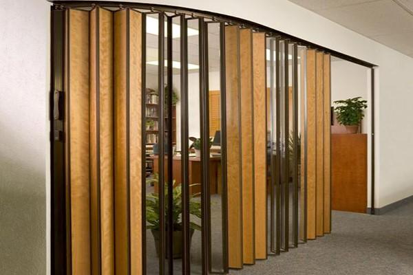 استفاده از درهای آکاردئونی چوبی درون ساختمان