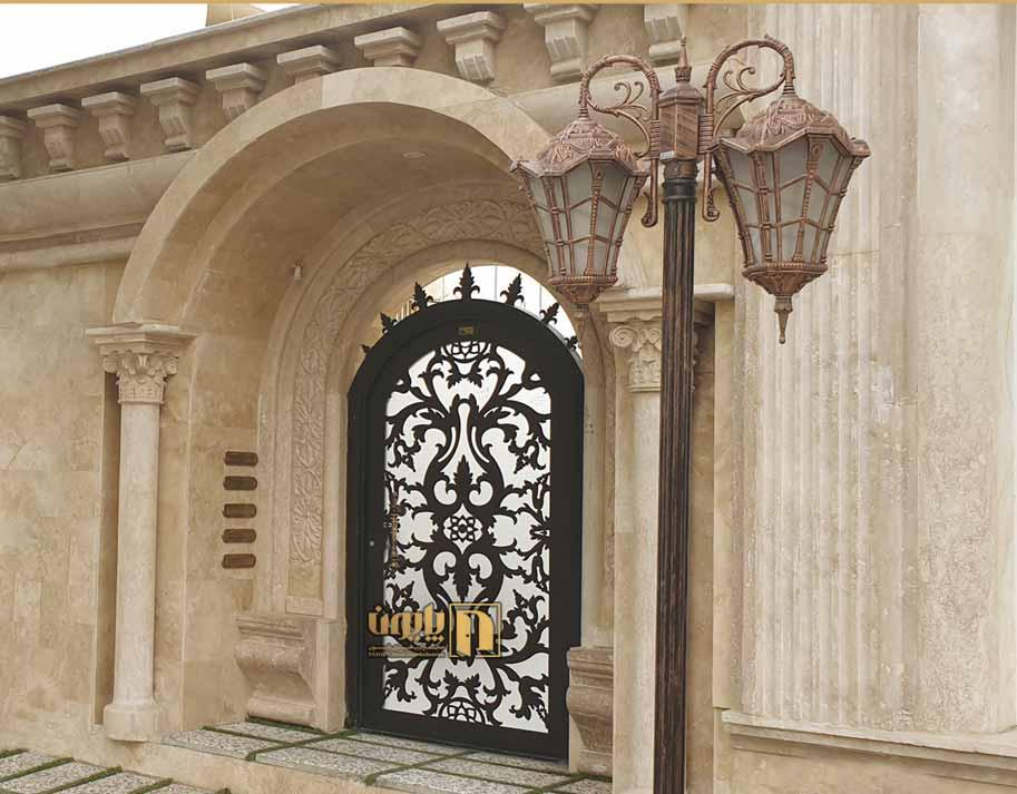 درب فلزی حیاط لوکس در ساختمان شیراز