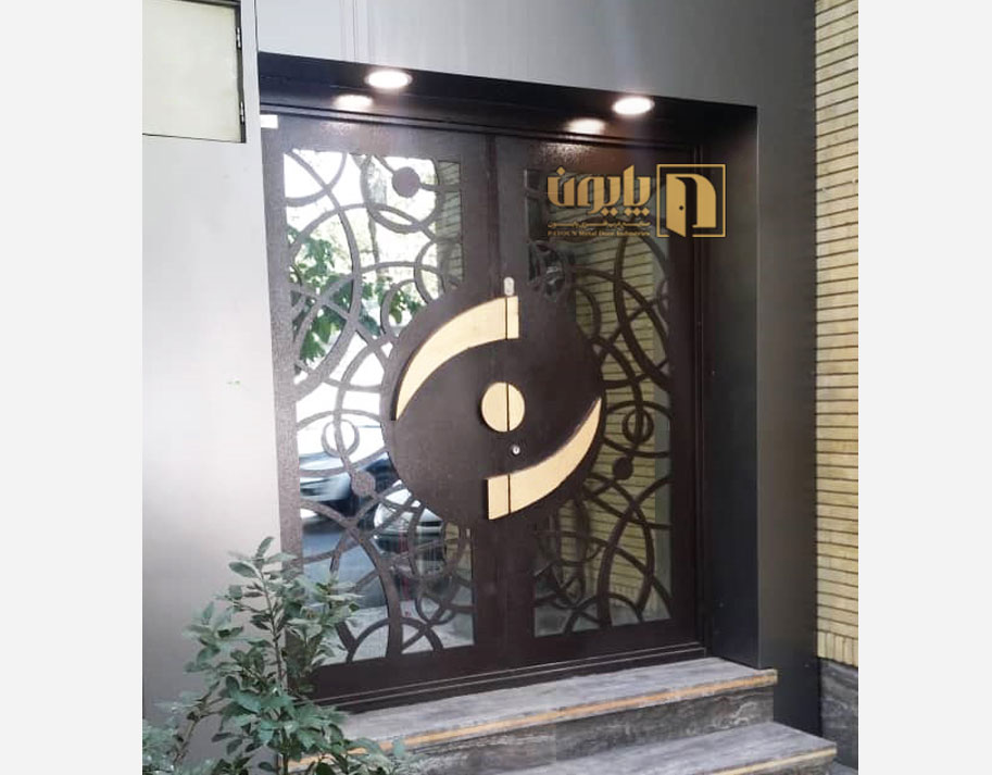 درب فلزی ورودی ساختمان بیمارستان نگاه تهران