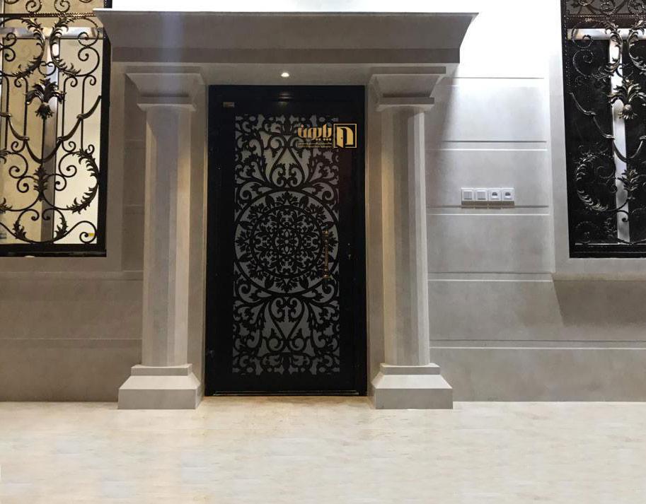 درب فلزی ورودی ساختمان در شهرستان برازجان