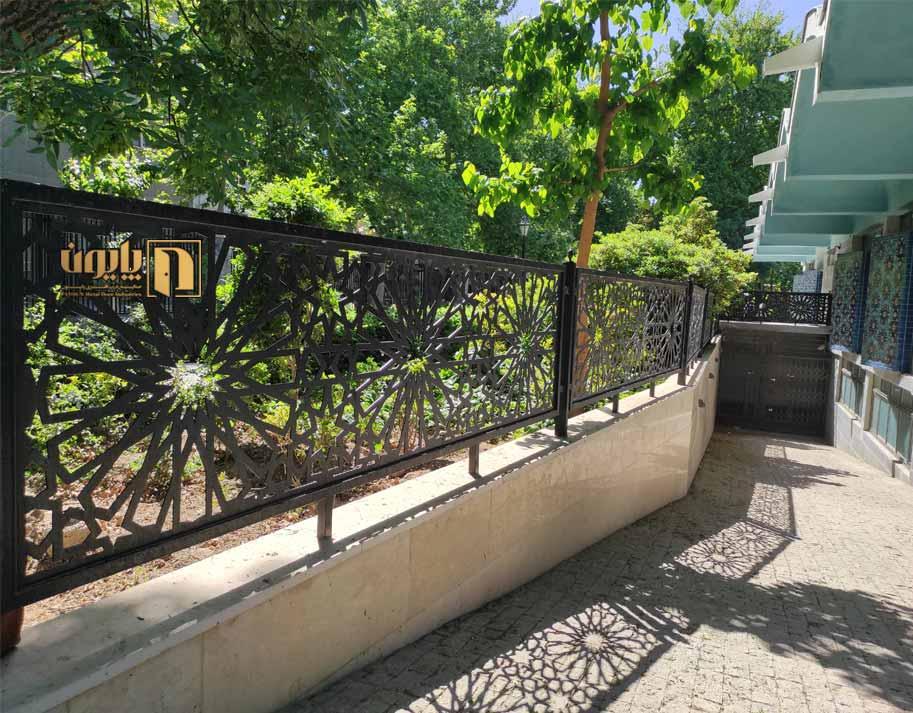 حفاظ دیوار فلزی اجرا شده در کتابخانه پارک شهر تهران