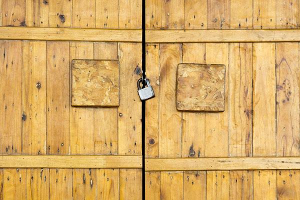 درب ضد سرقت فلزی بهتر است یا چوبی