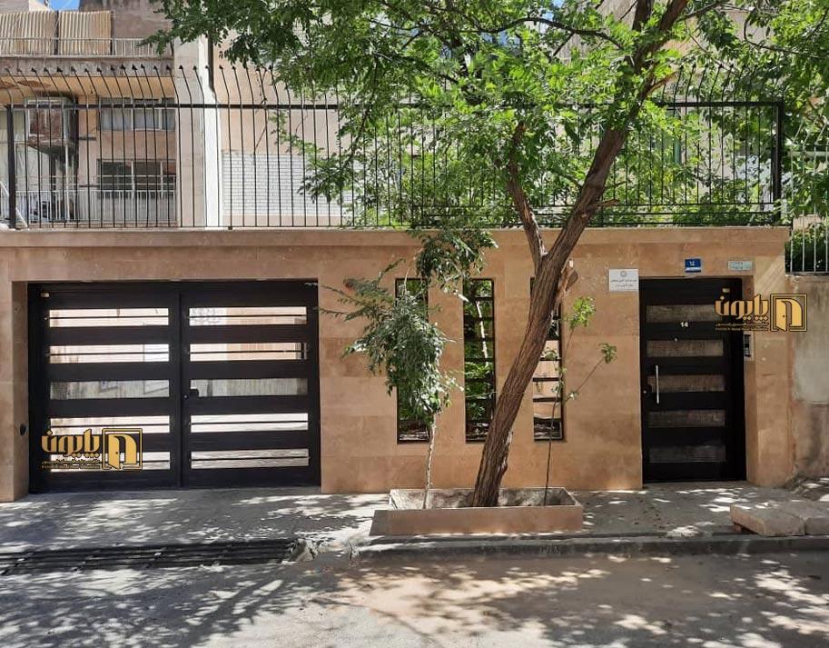درب سفارشی مدرن برای ورودی حیاط در تهران
