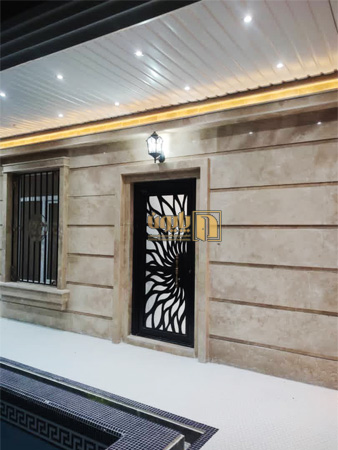 درب ورودی ویلا در منطقه ویلایی باسمنج