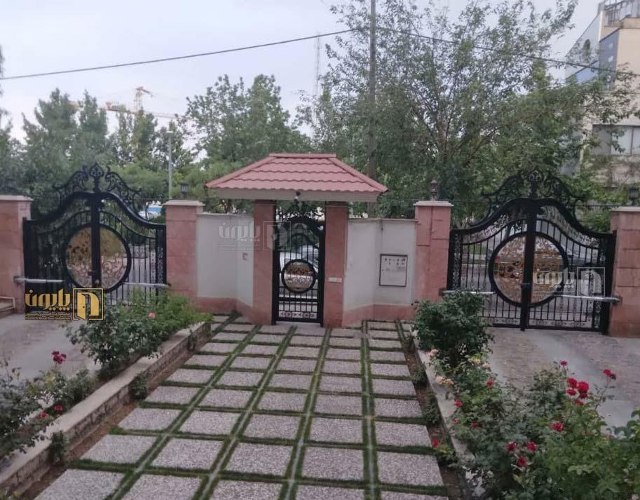 درب ویلا و باغ بر روی ویلای لوکس پاسداران تهران