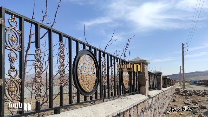 حفاظ دیوار باغ در یکی از باغ های دماوند
