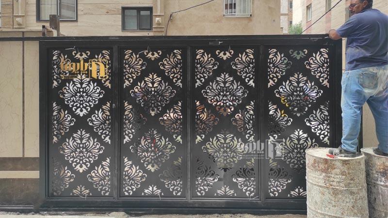 درب ریلی حیاط در نظام آباد تهران